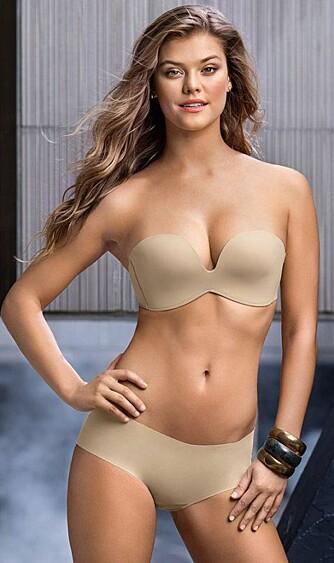 HUDFARGET BH: Ifølge ekspertene er det beste å gå for en hudfarget BH under brudekjolen, da den vil være minst synlig. Settet modellen har på seg er fra undertøysmerket Leonisa.