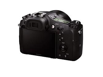 PRAKTISK: Sony Cyber-shot RX10 II er godt utstyrt med knapper og innstillingshjul, noe som gjør det raskt å endre innstillinger.