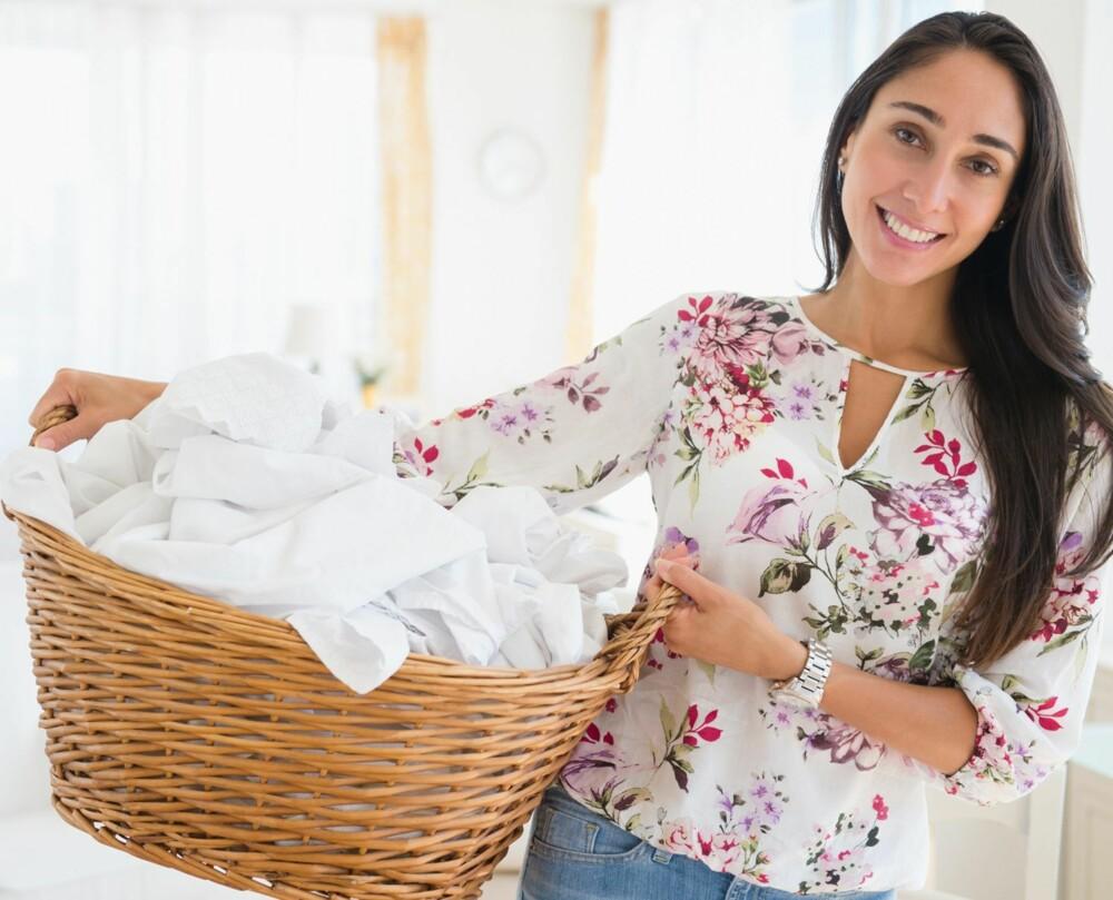 HUSK DETTE: Vil du klærne dine skal vare lenge, bør du være enda nøyere med hvilke farger du vasker sammen, som hvitt og hvitt.