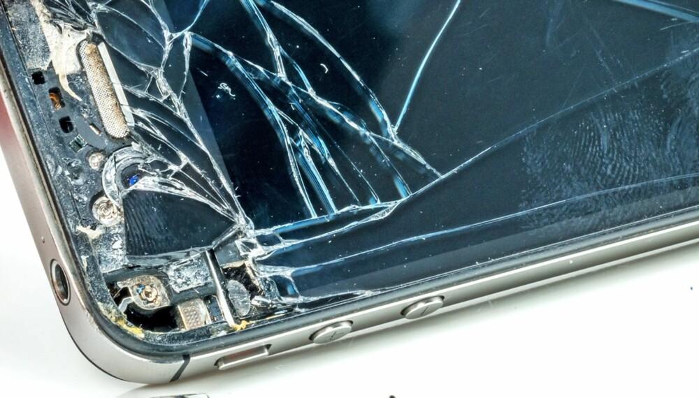 KNUST IPHONE? Du kan fikse det selv for en drøyø tusenlapp. (Foto: Dreamstime, bildet er av en knust iPhone 4).