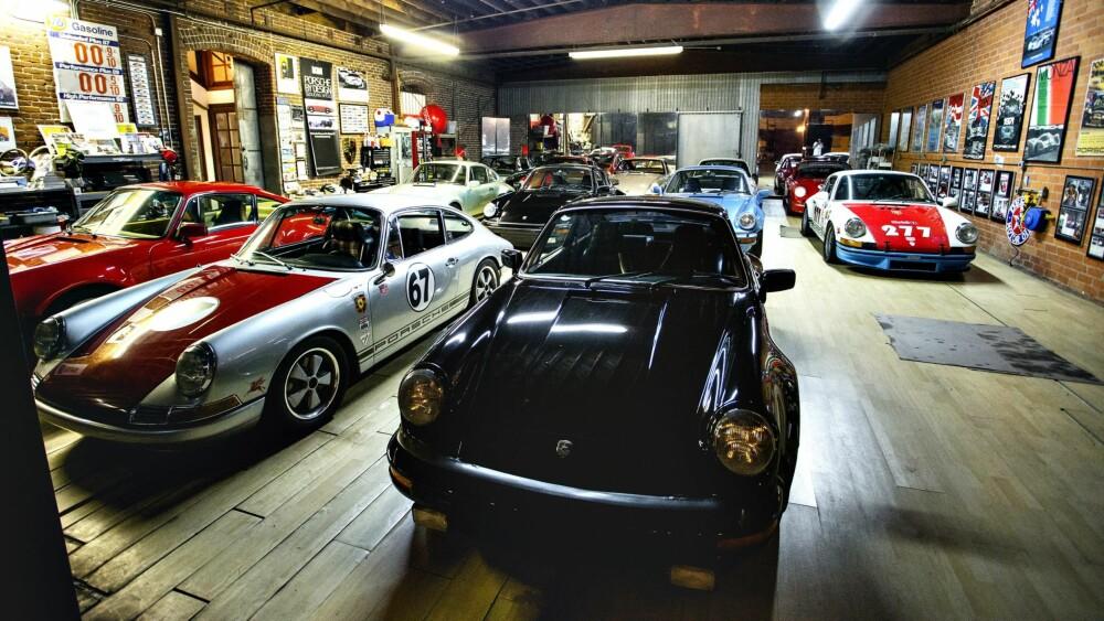911:  En samling at de klassiske og ombygde Porschene til Magnus Walker i verkstedet hans i Los Angeles.