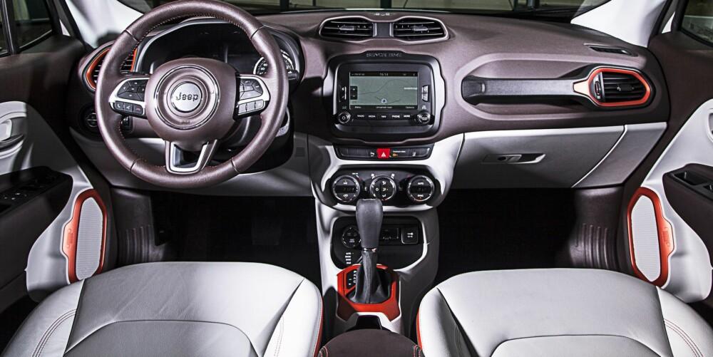 Som på en Mini skiller interiøret i Jeep Renegade seg ut. FOTO: Jeep