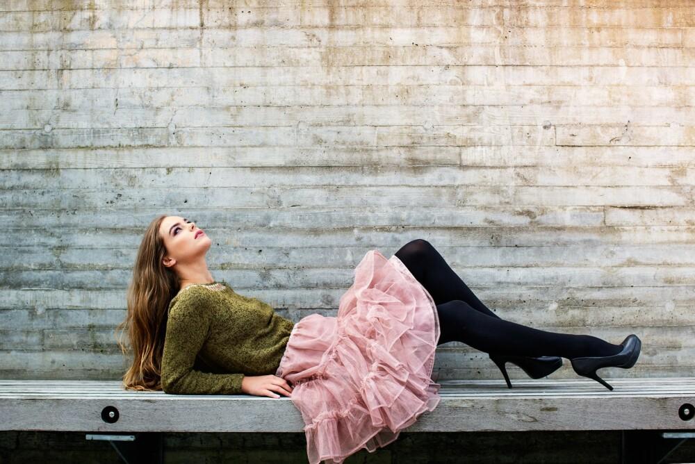 DET FERDIGE RESULTATET: Tada! Din nye genser passer like fint til jeans som til skjørt, og også over en enkel kjole.