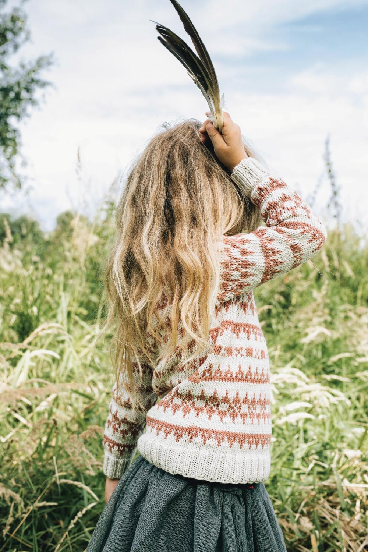 MØNSTER: Strikk en varm genser med lekkert mønster til de små.
