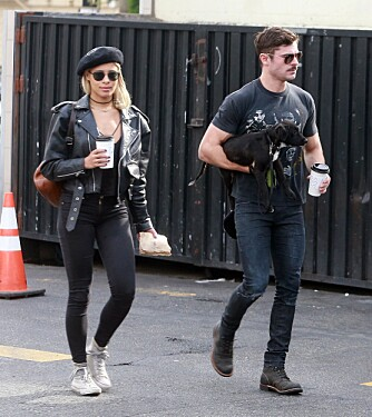 MATCHY-MATCHY: Er det innafor å ha like stramme jeans som kjæresten din..? Zac Efron synes tydeligvis det.