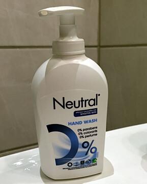 DET ENKLE ER OFTE DET BESTE: Kjemikeren anbefaler å bruke vanlig såpe på fettflekker, i og med at såpe inneholder fettoppløselig olje.