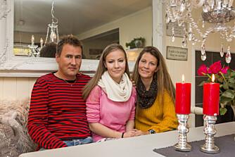 JUL: Snart står en ny julefeiring for døren for familien Brattbakk Johnsen i Mosjøen. Fra høyre pappa Jan Brattbakk (42), Emilie Brattbakk Johnsen (17) og mamma Linn Hege Johnsen (37) .