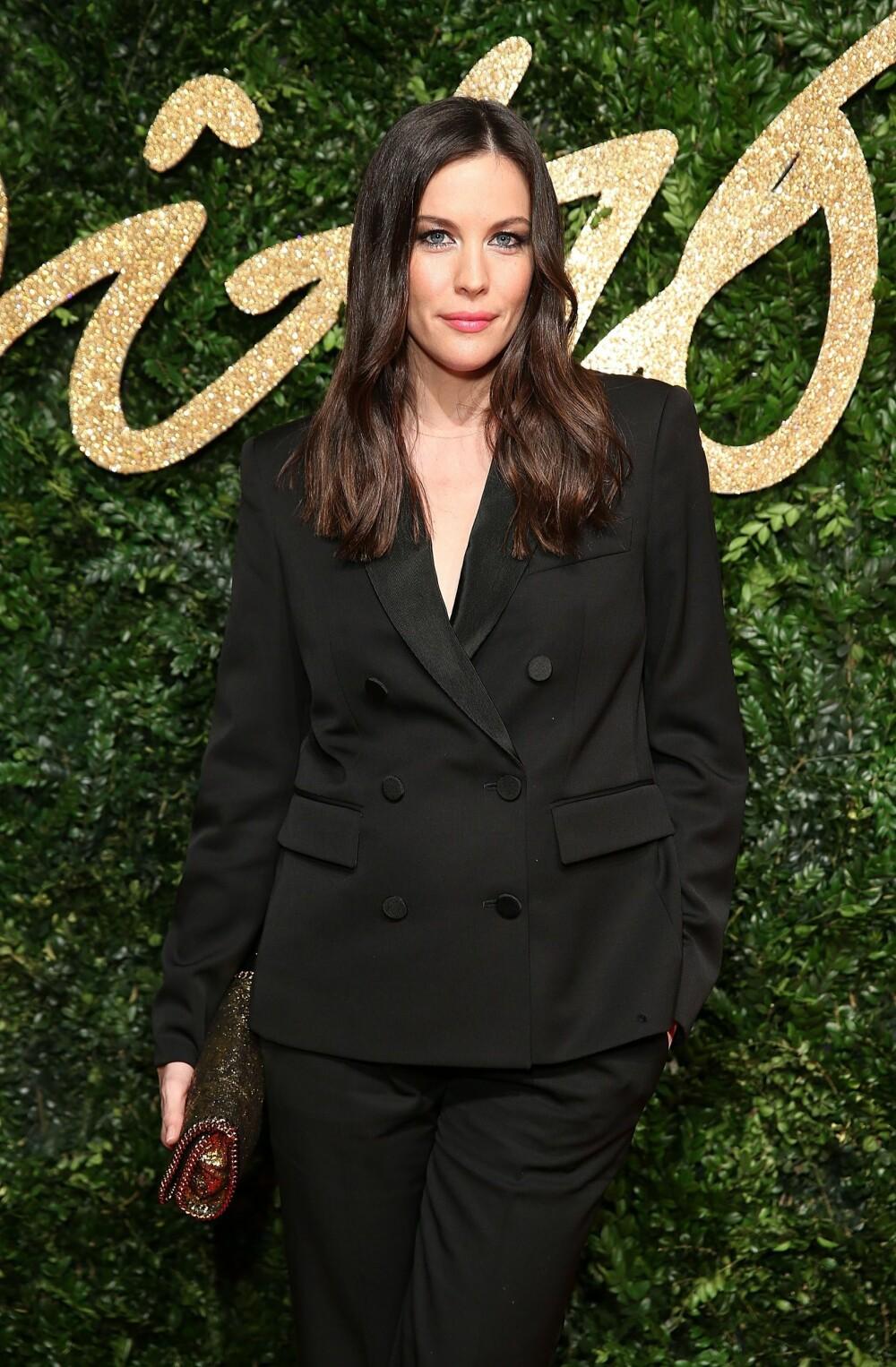 AVLANGT: Liv Tyler, med sin avlange ansiktsform, kler blant annet tette hoops.