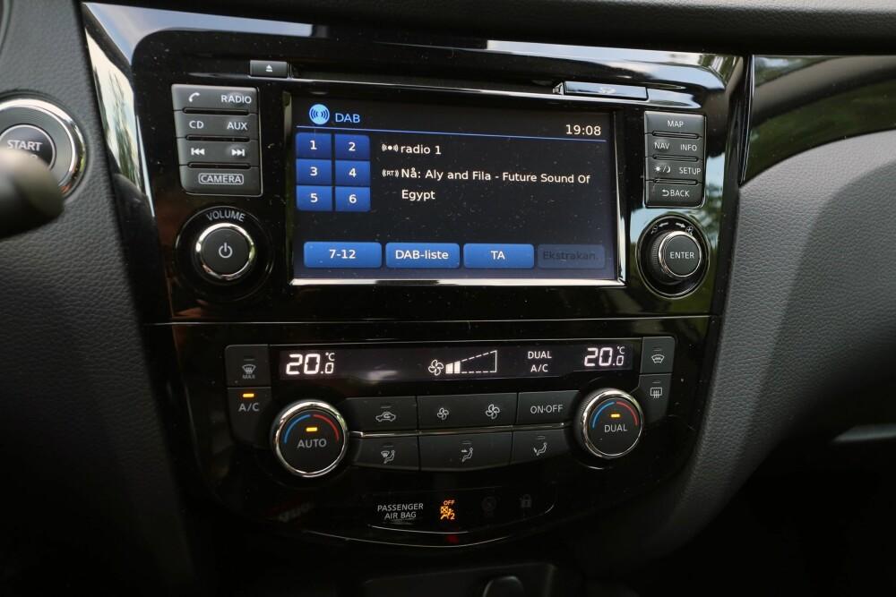 ENKEL: Touch-skjermen i midtkonsollen er enkel i bruk og gir et ryddig inntrykk.