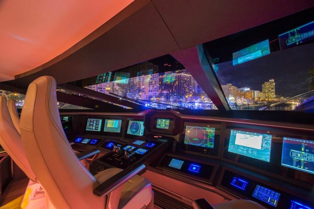 AVANSERT: Det er ikke bare byggemetoden som er avansert. Også på broen kan kapteinen boltre seg i det meste som finnes av ny teknologi.