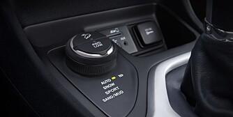 ENKLE MODUS: Du velger terreng eller kjørestil. Bilen gjør resten. FOTO: Produsent