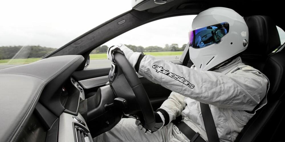 SOME SAY: The Stig bak rattet i nye BMW M5.