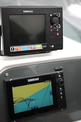TRYKK: Hos Simrad og Lowrance kan lysstyrken lett dempes med presisjon fra både skjerm og knapper. FOTO: Terje Haugen