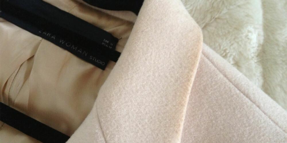 SOLPUDDER PÅ KRAGEN: Det aller beste er å ha på seg et lite skjerf som kan vaskes mellom huden og kragen på kåpen. Ha også med deg noen babyservietter i vesken, de kan redde dagen om du har fått søl på kragen.