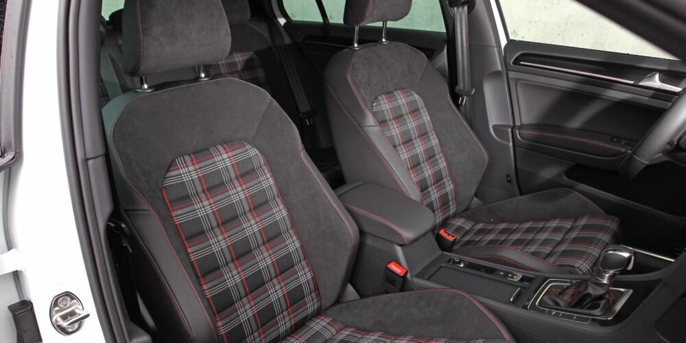 SKOTSKRUTET: Setene i VW Golf GTI har, tradisjonen tro, et rutemønster som ellers kun er elsket av eldre damer og menn som ikke har bruker undertøy under kilten. Du kan få den med andre setetrekk om du vil. FOTO: Petter Handeland