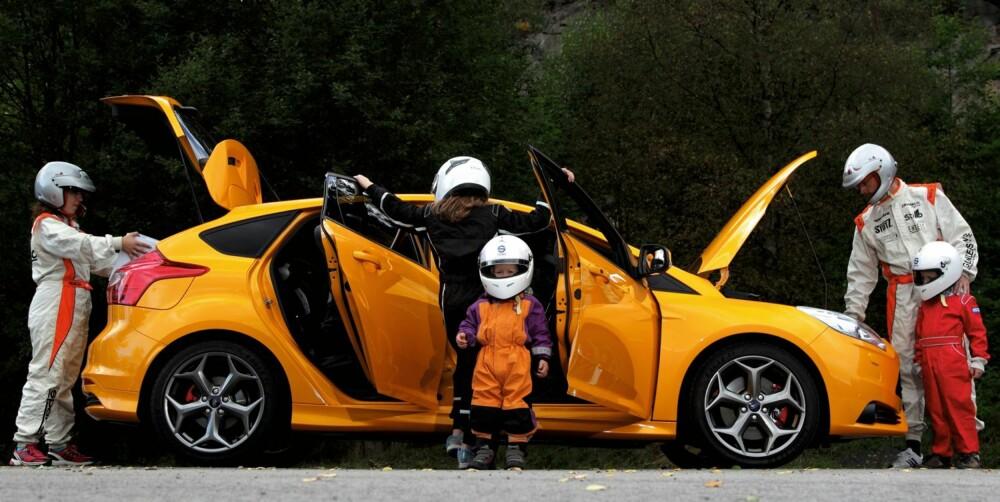INSPEKSJON: Kan en så rask bil som Ford Focus ST også duge som familiebil? Ja, men det krever en litt sportslig innstilling. FOTO: Egil Nordlien, HM Foto