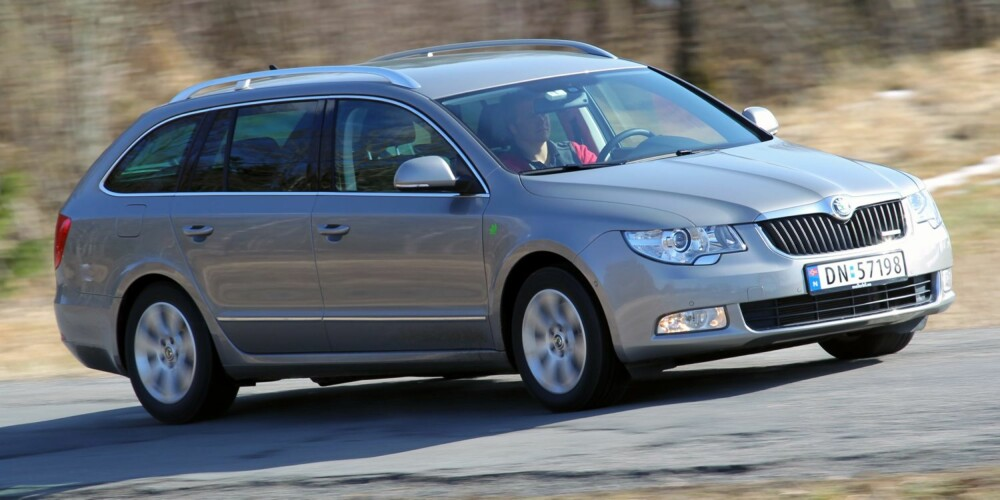 LANGKJØRING: Kjører du mye med bilen, anbefaler vi Skoda Superb med diesel. FOTO: Terje Bjørnsen
