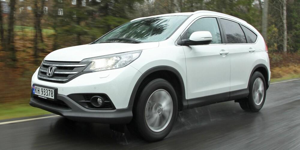 HOLDER MÅL: Også i den temmelig store CR-V gjør Hondas 1,6-litersdiesel jobben godt. Forbruket er på kompaktbilnivå. FOTO: Egil Nordlien