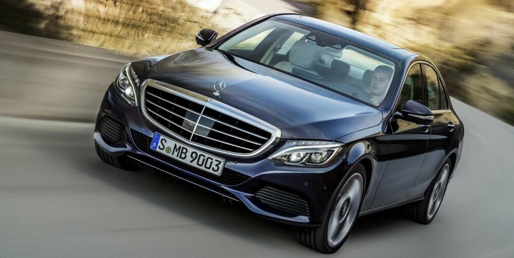 VIKTIG: C-klasse er Mercedes¿ desidert viktigste bil. De ulike versjonene som regnes til C-klasse står for i alt en tredjedel av Mercedes¿ bilproduksjon. Den nye modellen har vokst i alle retninger. Kallenavnet ¿Baby Benz¿ som C-klasseforløperen 190 fikk, passer slett ikke mer.