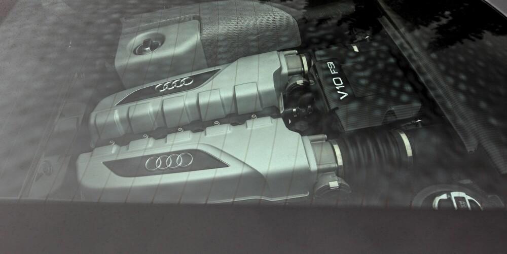 PÅ UTSTILLING: V10-motoren er kunst. Det gjelder så vel utseende som lyd og ytelser.
