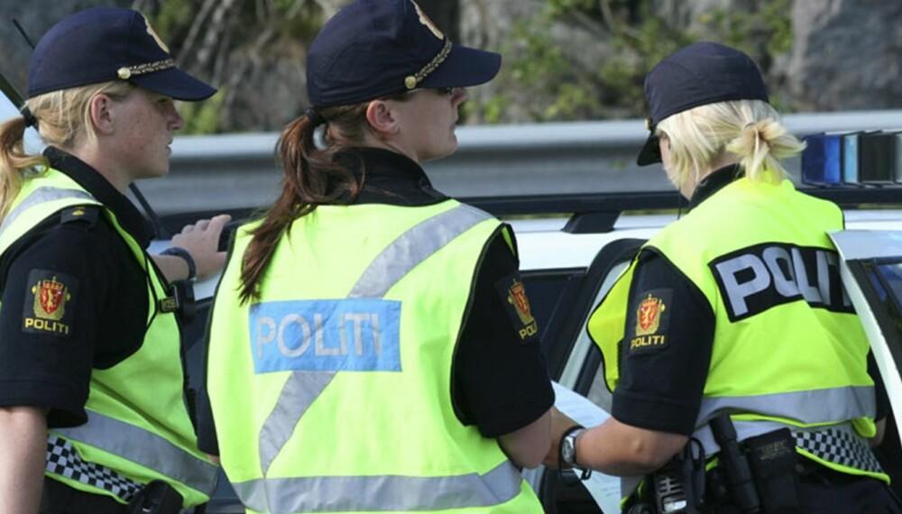 POLITIKONTROLL: UP-patruljene stanser og kontrollerer mellom 2000 og 2500 kjøretøyer hver dag. 25 prosent av Utrykningspolitiets kjøretøyer er sivile biler. FOTO: Dag Gjærum
