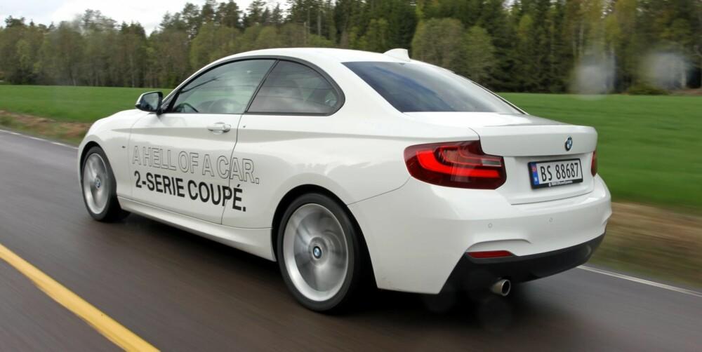 LANGTURBIL: I testtrioen er BMW 220i den klart mest komfortable og kombinerer fjæringskomfort og sportslighet på en mesterlig måte.