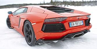 RÅDYR PÅ ISEN: Kan en superbil være en god vinterbil? Ja visst, bare spør skistjernen Jon Olsson. FOTO: Lee Brimble