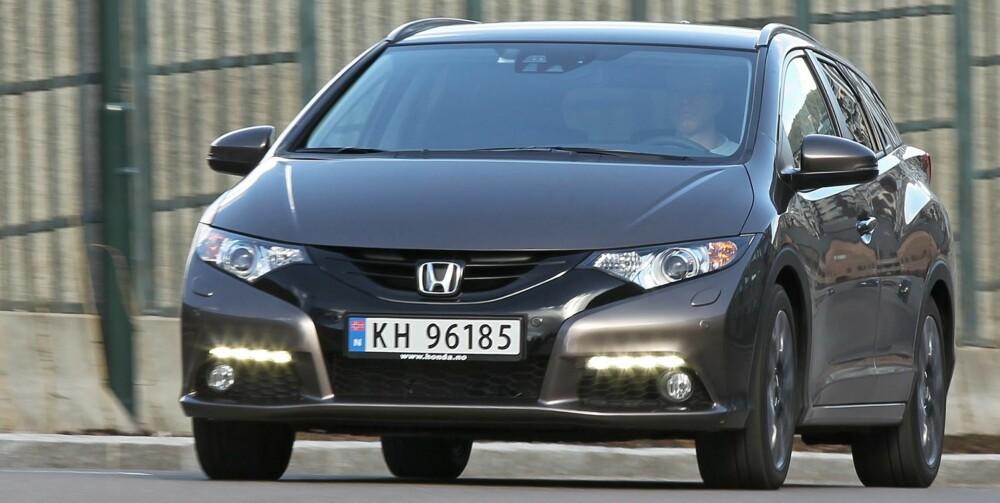 RASK: Med den nye 1,6-litersdieselen er Honda Civic raskere enn andre alternativer med motor av samme størrelsesklasse. Motoren har dessuten svært jevn kraftutvikling, og det gjør den lettkjørt. FOTO: Petter Handeland