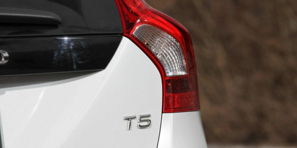 T5: En sterk bokstav- og tallkombinasjon. Så sterk at du kjenner det kraftig i rattet når du gir gass. Kanskje er et lavere tall, som vil gi betydelig lavere pris, vel så bra for en V60 som skal kjøres i Norge. FOTO: Petter Handeland