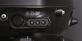 INSTRUMENT: Uten instrumenter får du nødvendige beskjeder via disse lampene på motoren. FOTO: Suzuki