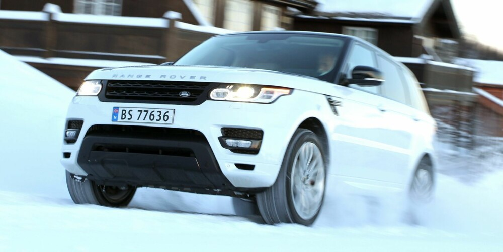 KNIRKER: Vi registrerer noen ulyder fra dashbordet i Range Rover-en. FOTO: Petter Handeland