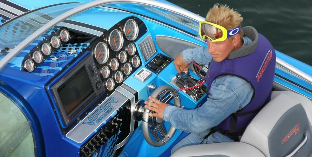 GI GASS: Preben Sørensen har kjørt båtrace i mange år, og var den som sto bak spakene da Predator 337 klokket inn til to timer blankt i Skagerak Across.