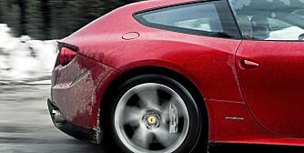 """VINTERBIL: Med firehjulsdrift og """"""""god plass"""""""" er Ferrari FF den perfekte vinterbilen."""