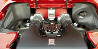 HJERTET: Motoren nå gjemt under bakluke. En skam