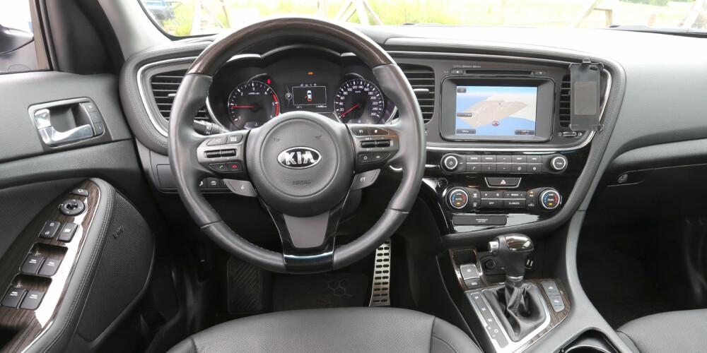 BRA STANDARD: De nye Kia-modellene har attraktive førermiljø. Kia Optima er ikke noe unntak.