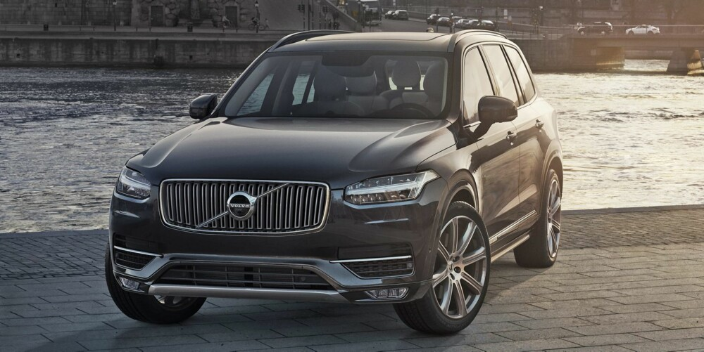 NY GRILL: Feitere grill, større logo og LED-lysenes form vil gå igjen i framtidige Volvo-modeller. Volvo sier at XC90 er 200 kg lettere enn konkurrerende biler. FOTO: Volvo