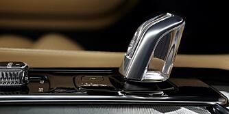KRYSTALL: Volvo gimmickpynter den sterkeste utgaven av XC90 med girspak i krystallglass. FOTO: Volvo