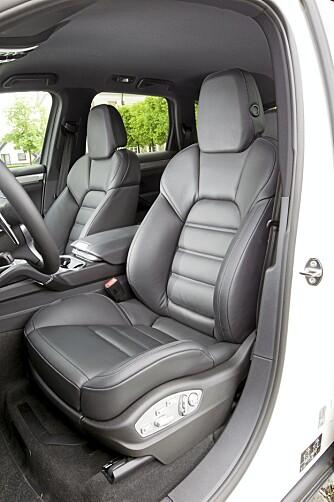 SPORTSSETER: God støtte anbefales, for dette er en bil du fort får kjenne svingkrefter i.