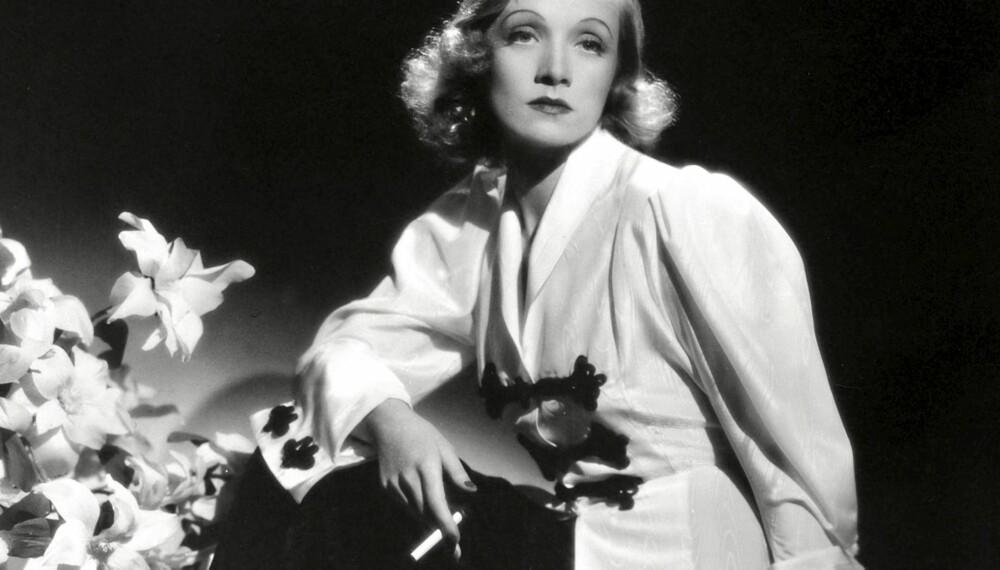 """I BUKSER: Marlene Dietrich i filmen """"Angel"""" fra 1937."""