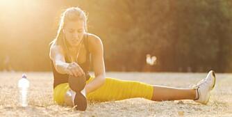 TØY UT: Det er lurt å legge inn noen enkle tøyeøvelser etter løpeøktene, for å sikre bevegeligheten i legger, lår og hofteleddsbøyere.