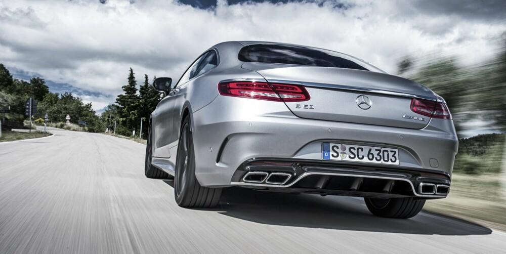 MOT BILSYKE: Mercedes-en lener seg faktisk inn i svingene, det bør hjelpe mot bilsyke.