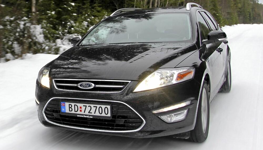 FIN UANSETT FØRE: Trygge veiegenskaper og god komfort selv om veien blir glatt og humpete. Det er to av Ford Mondeos store fortrinn.