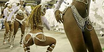 SAMBA-OLÉ: Brasilianske kvinner er berømte for sine bakender, og liker å vise seg frem.