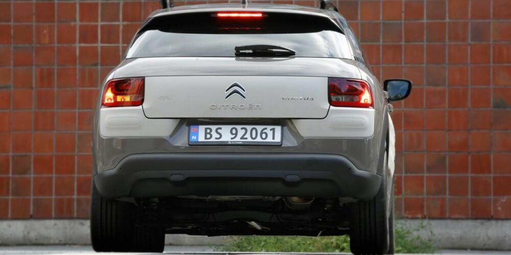 LITEN, MEN STOR: Av størrelse kan Citroën C4 Picasso ses på som en stor småbil eller som en liten kompaktbil. Den grunnlaggende teknikken er hentet fra småbilserien C3, men C4 Cactus er lengre enn C3-bilene. FOTO: Petter Handeland
