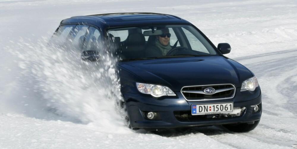 VINTERHELT: Subaru Legacy og Outback blir bedre jo verre forholdene er. FOTO: HM Arkiv