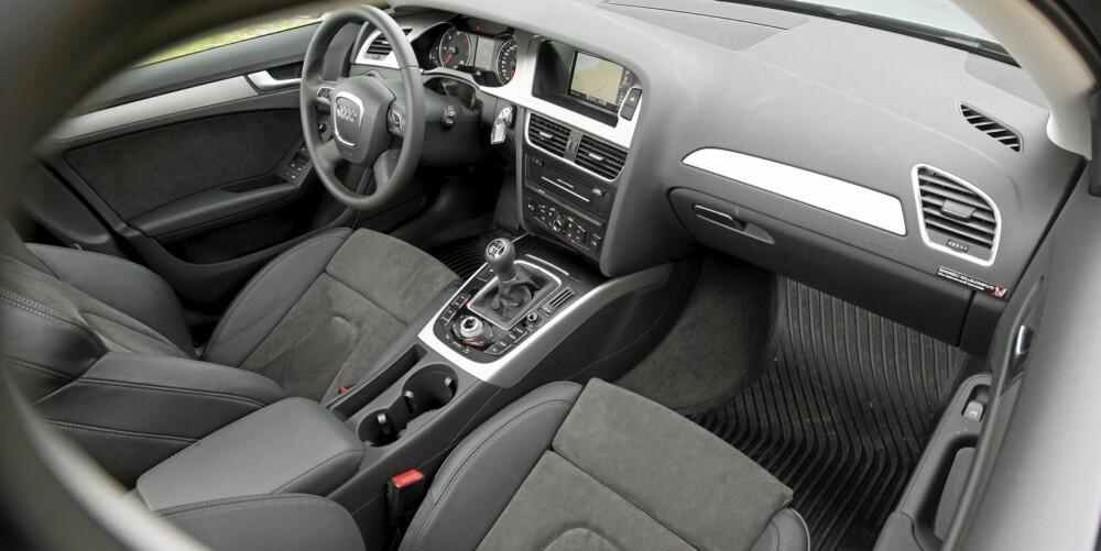 INTIMT: Kupeen omslutter sjåfør og passasjer tett. Kvalitetsfølelsen er helt på topp.