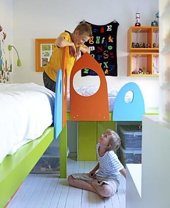 BARNEROMMET ER MER STRIGLET ENN STUA: Brødreparet Balder og Mikkel er perlevenner og deler fremdeles rom. Men lek og moro foregår for det meste ute i stuen.