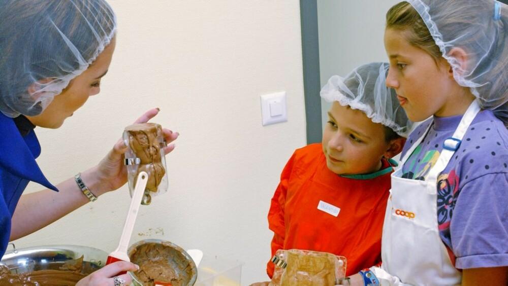 SJOKOLADE: På Kindercity i Berlin kan barna lage sin egen sjokolade.