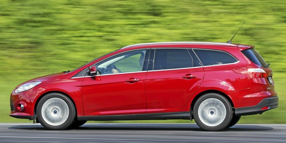 VELKJØRENDE: Kjøreegenskapene er en av Ford Focus sterkeste sider. Vindusrekka smalner av bakover, og det gjør at små barn har dårlig sikt ut av bilen. FOTO: Terje Bjørnsen