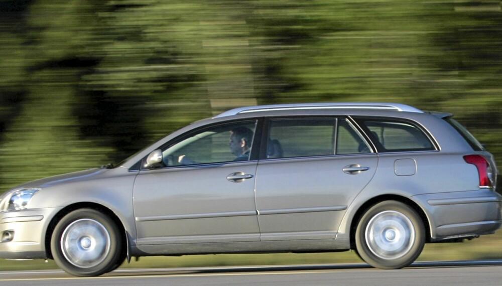 FÅ FEIL: Den forrige generasjonen av Toyota Avensis holder seg godt. FOTO: Egil Nordlien, HM Foto